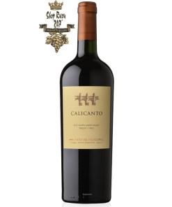 Rượu Vang Chile Calicanto được kết hợp từ 5 loại nho khác nhau với mầu đỏ ruby đặc sắc. Hương thơm quyến rũ