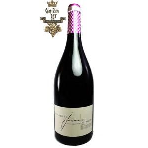 Rượu Vang Đỏ Chateau Des Jaume Cru Maury có màu đỏ đẹp mắt. Hương thơm của mâm xôi, dâu tây và gia vị hấp dẫn.