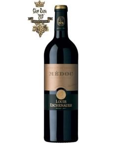 Rượu Vang Đỏ Louis Eschenauer Medoc có mầu đỏ đậm ánh tím. Hương thơm mạnh mẽ và phức tạp của quả mọng đỏ, mận, nho đen cùng gợi ý của vani