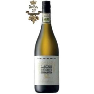 Bernard Series Old Vines Chenin Blanc trở nên độc quyền hơn nhờ những cây nho có độ tuổi lâu đời. Quá trình lên men của rượu mang một sắc thái tự nhiên của nhiều trái cây chín.