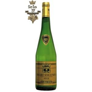 Rượu vang Pháp Guibaud Freres Grand Or Muscadet Sevre Et Maine Sur Lie 2019 mang đến một màu vàng chói tựa pha lê, bung tỏa