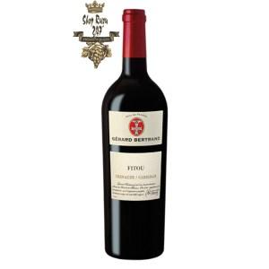 Rượu Vang Đỏ Gerard Bertrand Terroir AOP Fitou có mầu đỏ đậm đặc. Hương thơm phức tạp của trái cây màu đỏ, quả mâm xôi và ghi chú của gia vị.