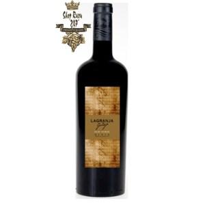 Rượu Vang Đỏ Tây Ban Nha Lagranja Old Vines có mầu ruby sóng sánh quyến rũ. Nó mê hoặc người thưởng thức bằng cách tác động mạnh mẽ