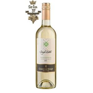Rượu Vang Trắng Casas Del Toqui Sauvignon Blanc có mầu tươi sáng. Hương thơm của các loại trái cây vùng nhiệt đới như chanh, cam