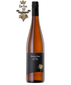 Rượu Vang Trắng Úc Hentley Farm The Riesling có mầu vàng rơm đẹp mắt. Hương thơm của cam quýt, chanh, ổi