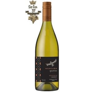 Rượu Vang Trắng Mancura Guardian Reserva Chardonnay có mầu vàng nhạt. Hương thơm của trái cây như cam, quýt và khoáng chất