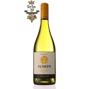 Rượu Vang Trắng Undurraga Aliwen Chardonnay có mầu vàng hấp dẫn. Hương vị của rượu vang mềm và thanh lịch cùng hương thơm tươi sáng