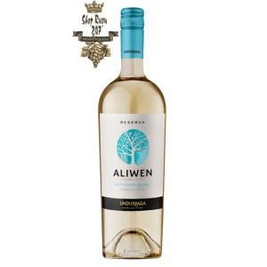 Rượu Vang Trắng Undurraga Aliwen Sauvignon Blanc có mầu vàng nhạt với tong mầu xanh lục. Hương thơm mạnh mẽ của trái cây như cam quýt