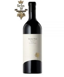 Rượu Vang Úc Hentley Farm The Beast Shiraz có mầu đỏ anh đào đẹp mắt. Hương thơm phong phú của trái cây đen