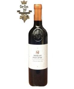 SJ Merlot Pays D'OC IGP là một chai rượu vang mang hơi thở của đất Pháp. Nó là một chai rượu vang Pháp thơm ngon, chứa rất nhiều tâm huyết của nhà làm rượu.