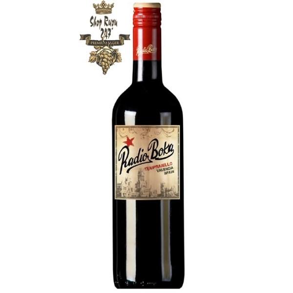 Rượu vang đỏ Radio Boka được làm từ loại nho đỏ quý tộc Tây Ban Nha Tempranillo, với những cây nho có độ tuổi trung bình từ 25-50 tuổi.