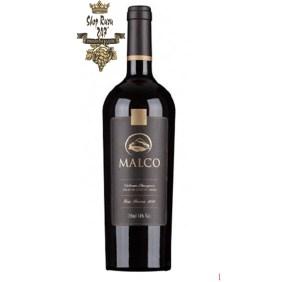 Rượu Vang Đỏ Chile MALCO Cabernet sauvignon có màu đỏ ruby đậm đẹp mắt, Có hương vani và gia vị,
