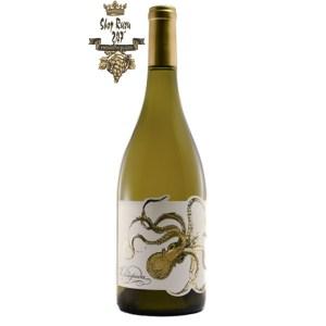 Rượu Vang Mỹ OPTOPUS CHARDONEY có màu vàng nhạt. Hương thơm của nhiều trái cây và gia vị - lê