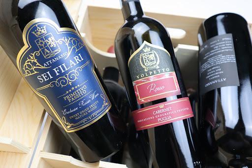 Rượu Vang Ý ATTANASIO Cabernet Sauvignon khoác lên mình một màu đỏ đậm đẹp mắt.Với hương vị của quả dâu đen