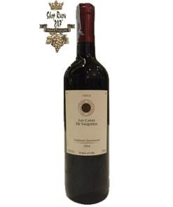 Rượu Vang Chile Las Casas Cabernet Sauvignon có màu đỏ đậm. Hương thơm nổi trội nhất là hương thơm của các loại hoa quả