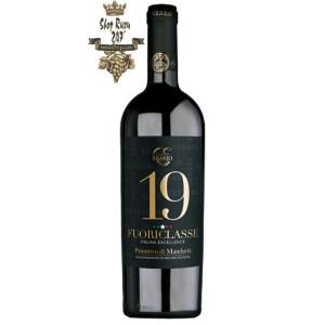 Rượu Vang Ý Fuoriclasse Primitivo 19 Độ có màu đỏ hồng ngọc đậm vô cùng đẹp mắt. Với ghi chú gợi nhớ