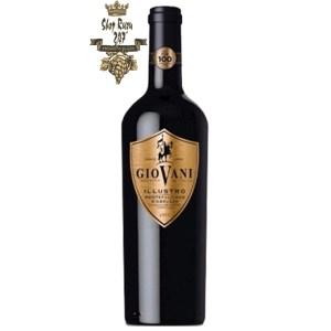 Rượu Vang Ý Giovano Vino Rosso được kết hợp từ nhiều giống nho của nhiều niên vụ. Có màu đỏ đậm đà
