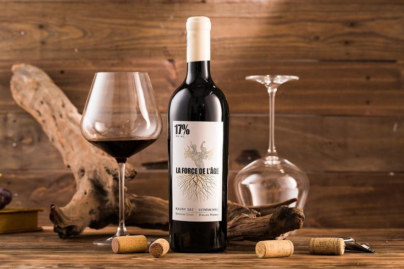 Một chai rượu đem đến tổ hợp mùi vị cổ điển của quả sung, mâm xôi,lá thuốc lá và gia vị hoà quyện trong cấu trúc giàu chất