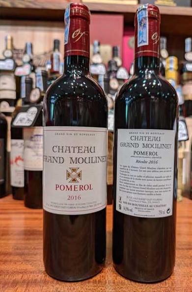 Rượu Vang Pháp CHATEAU GRAND MOULINET có màu đỏ ruby sáng, hương vị của quả mọng đỏ, quả anh đào, gia vị