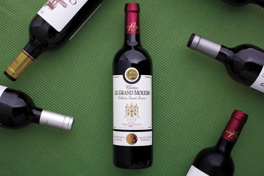 Hầu hết các nhãn rượu sẽ hiển thị quốc gia xuất xứ của sản phẩm, ở trên cùng hoặc dưới cùng của nhãn