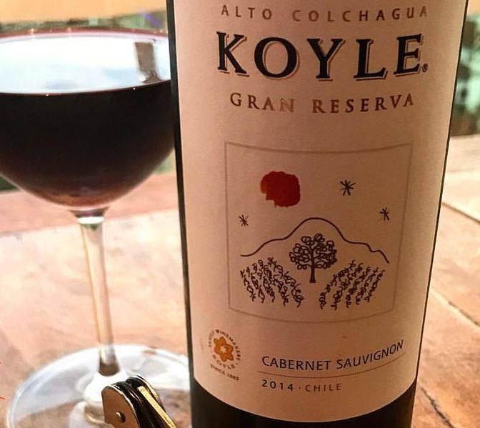 Vang Chile KOYLE CABERNET SAUVIGNON GRAN RESERVA có màu đỏ ruby, hương vị mượt mà từ quả mận