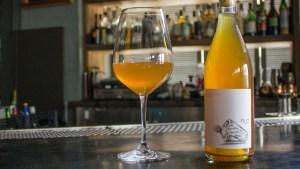 Rượu vang cam hay còn gọi là rượu vang hổ phách, hay rượu vang tiếp xúc với vỏ. Là loại rượu vang trắng có màu cam