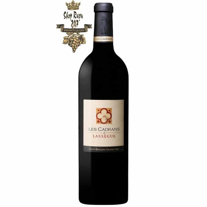 Năm 2016 là một loại rượu cổ điển xuất sắc. Vang Đỏ Pháp Les Cadransde Lassègue Grand Cru là sự pha trộn của 90% Merlot và 10% Cabernet Franc
