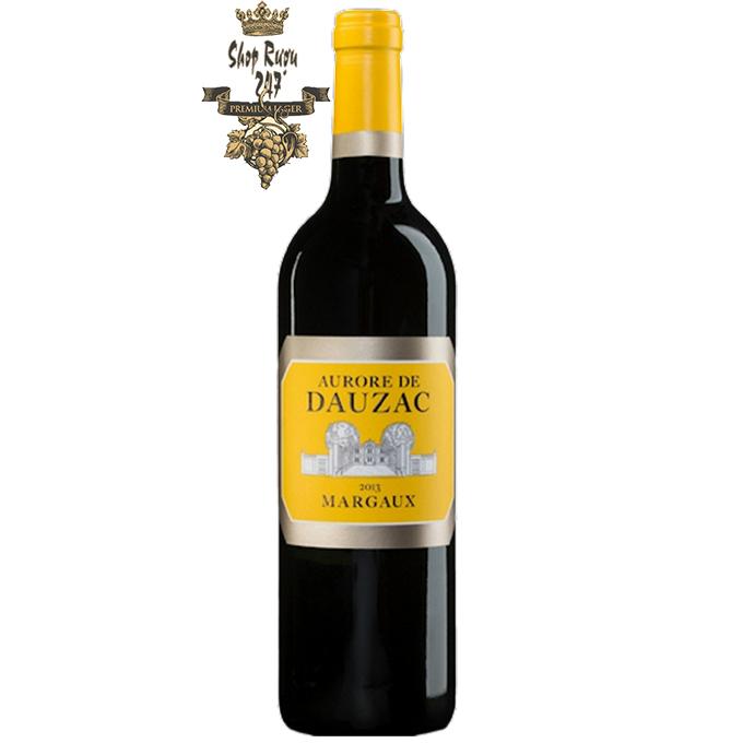 Rượu Vang Pháp Cheval Quancard Château Dauzac Margaux có màu tím đậm tuyệt đẹp với sắc hồng ngọc. Trong ly có hương thơm nức mũi