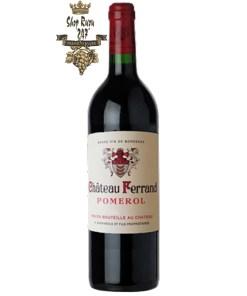 Rượu Vang Cheval Quancard Château Ferrand Pomerol 2015 có màu đỏ đậm ánh tím vô cùng quyến rũ. Hương thơm là sự phức hợp