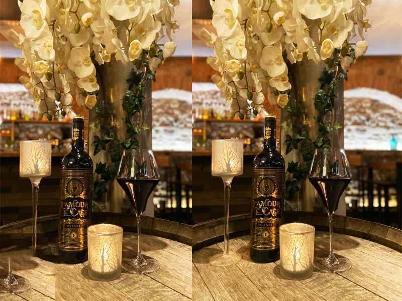 Rượu Vang Đỏ Vignobles Vellas L'Amour en Cage Pezenas với thiết kế chai tinh xảo và tao nhã, tạo ấn tượng mạnh mẽ khi nhìn lần đầu tiên