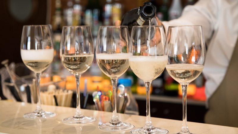 Prosecco là một loại rượu đặc biệt bị hiểu nhầm. Được làm chủ yếu từ nho Glera và chỉ thu hoạch từ những vườn nho trong một khu vực rộng lớn