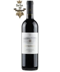 Rượu Vang Botrosecco Maremma Toscana DOC 2017 màu đỏ ruby trong ly. Trên mũi, rượu thể hiện hương thơm là một bó hoa phong phú
