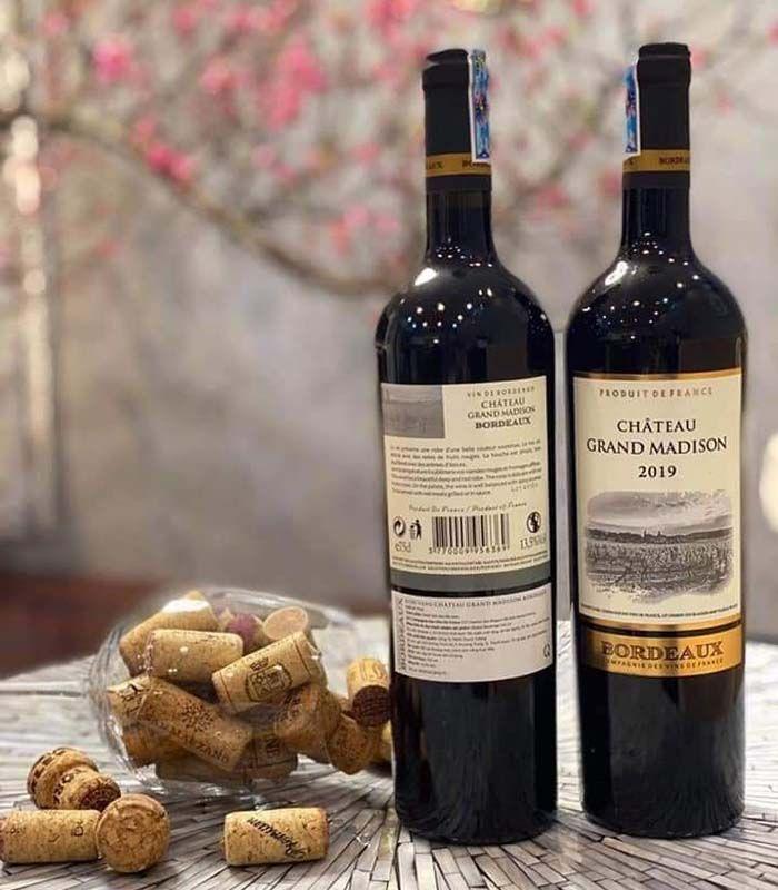 Rượu Vang Đỏ Pháp Chateau Grand Madison 2019 vang đỏ khô được tạo ra từ 3 giống nho ở Bordeaux là Merlot, Cabernet France, Cabernet Sauvignon