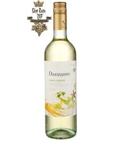 Rượu Vang Danzante Pinot Grigio có màu vàng rơm với những điểm nổi bật bằng vàng hào phóng. Bó hoa phong phú với hương thơm của trái cây