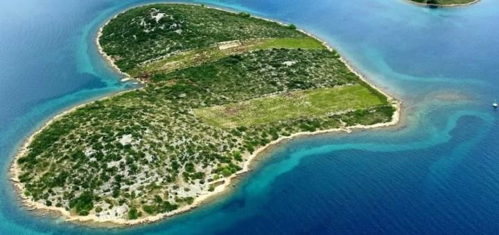 остров Галешняк Хорватия в форме сердца