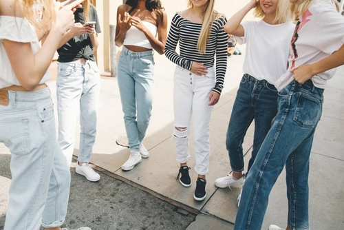 Brandy Melville women's clothing Singapore.