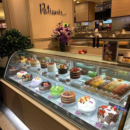 Lavender bakery & patisserie shop at Jewel Changi Airport in Singapore.