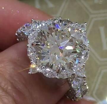 Sparkling Flower Ring