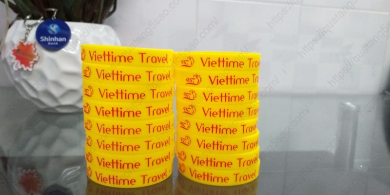 Vòng đeo tay cao su Viettime travel
