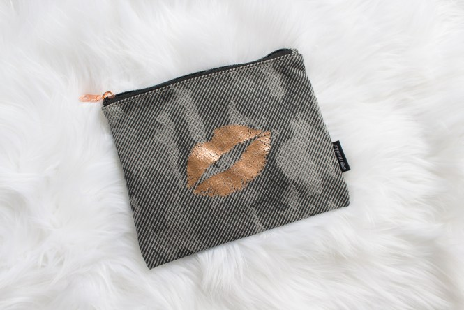 October Ellie Active Wear Subscription Box Review cosmetic pouch, Shop with Kendallyn Blog, Lifestyle Blogger,