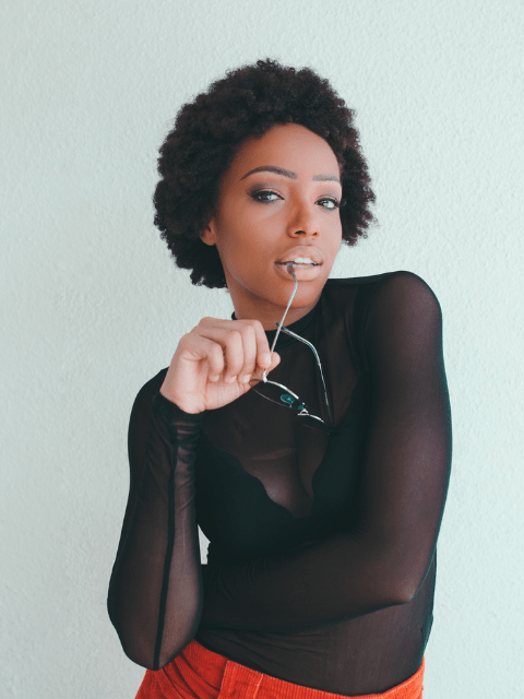 A black women in full makeup that includes a concealer.