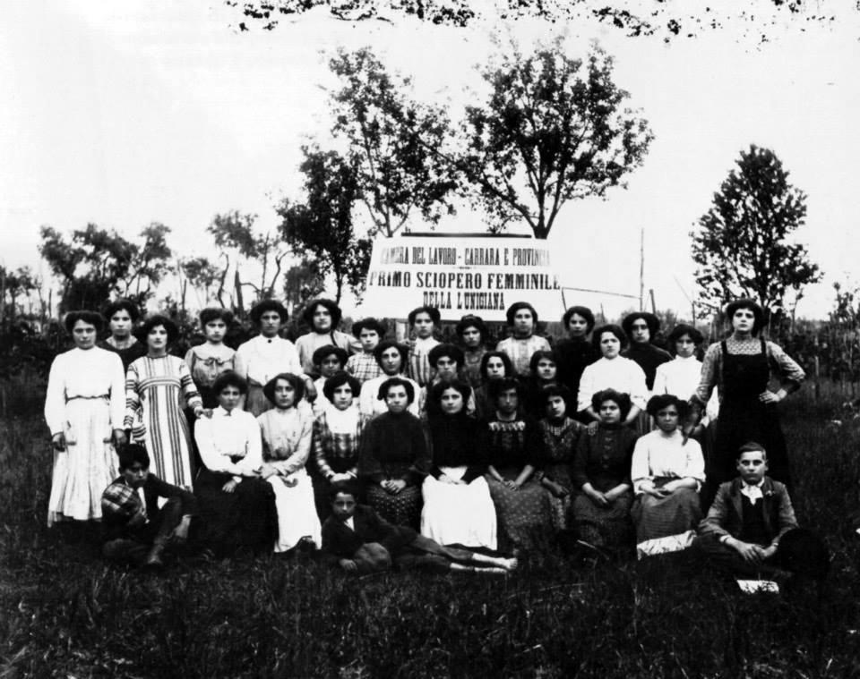 Operaie della Lunigiana in sciopero 1906