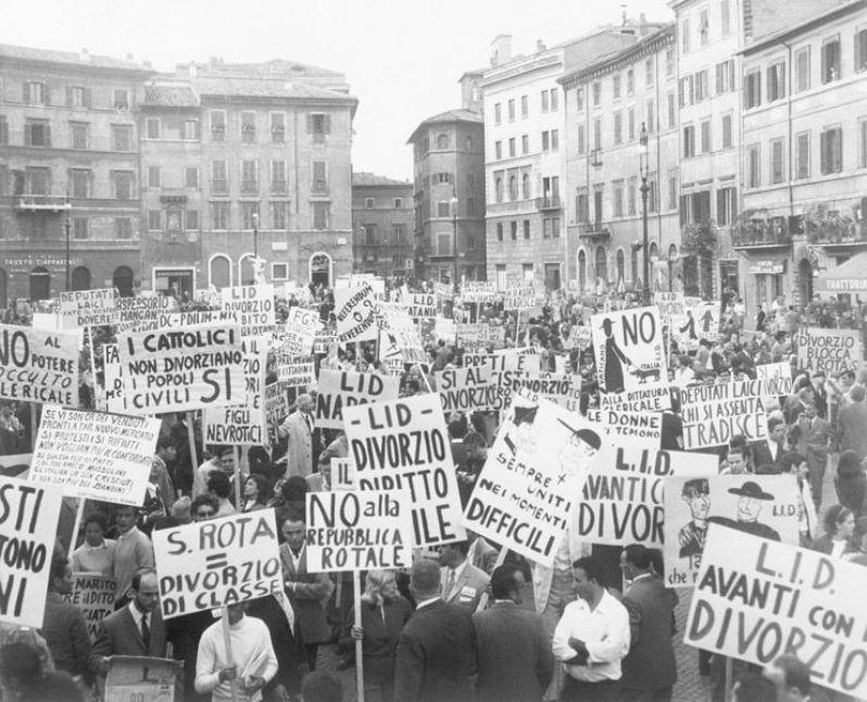 7 giugno 1969 Manifestazione in Piazza Navona Roma