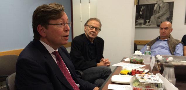 Charles Lewis speaks at the Shorenstein Center