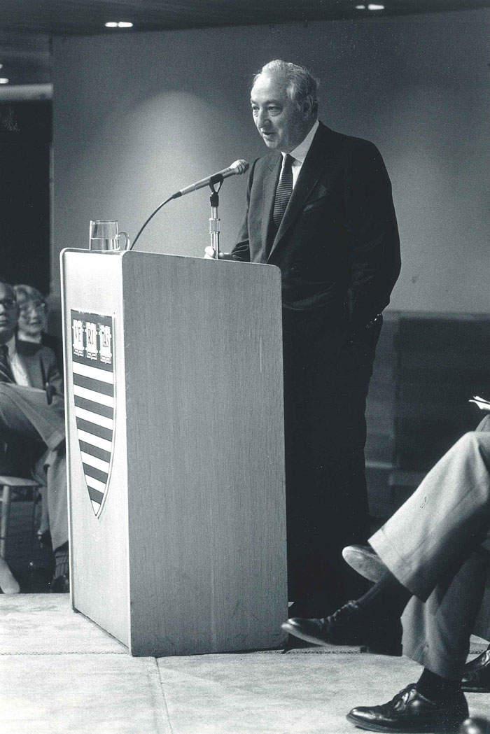 Walter Shorenstein addresses the audience.