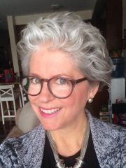 soft-curly-hairstyle-older-women-with-glasses