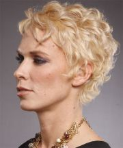 gorgeous-and-trendy-short-curly-pixie-haircut-fit-with-older-women
