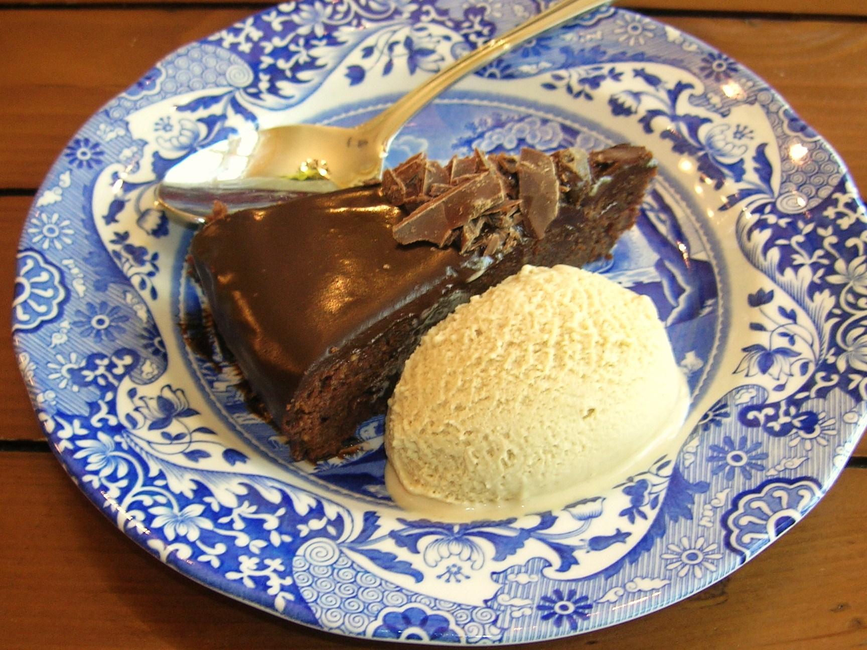 twd-amaretti-torte-slice