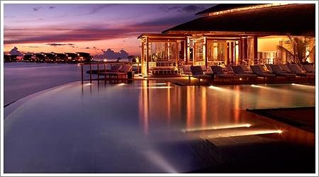 vma-pool-night-reflection-1280x720