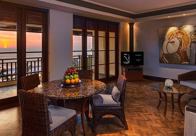 0041_LEG-Rooms-Sunset-Suite-Living-Area_v-1.jpg
